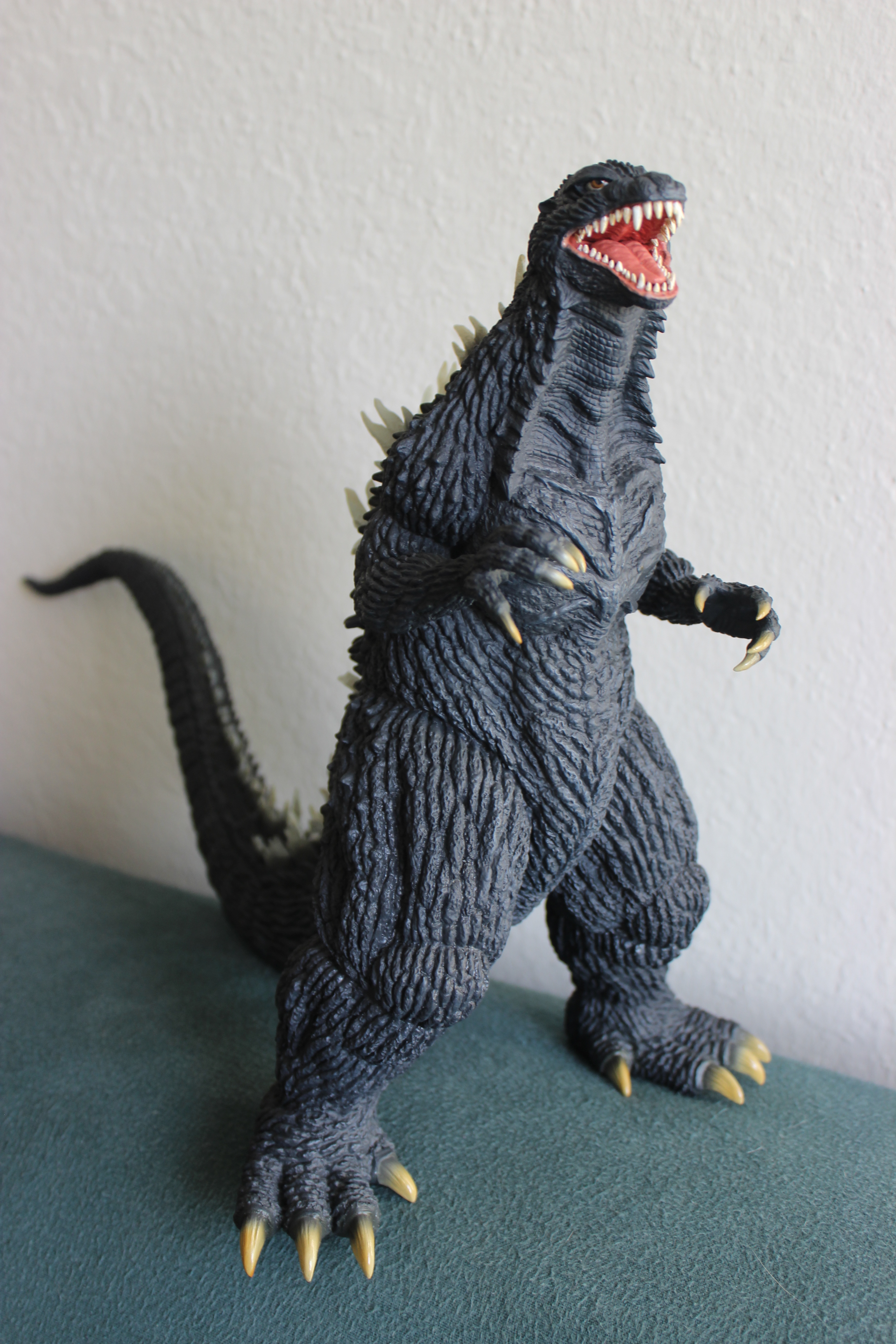 Review – 30cm Godzilla (2003 version) by X-Plus | Disk ...
