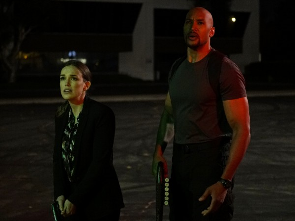 agents-of-shield-season-4-let-me-stand-next-to-your-fire-elizabeth-henstridge-henry-simmons-600x450