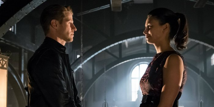 ben-mckenzie-and-morena-baccarin-in-gotham